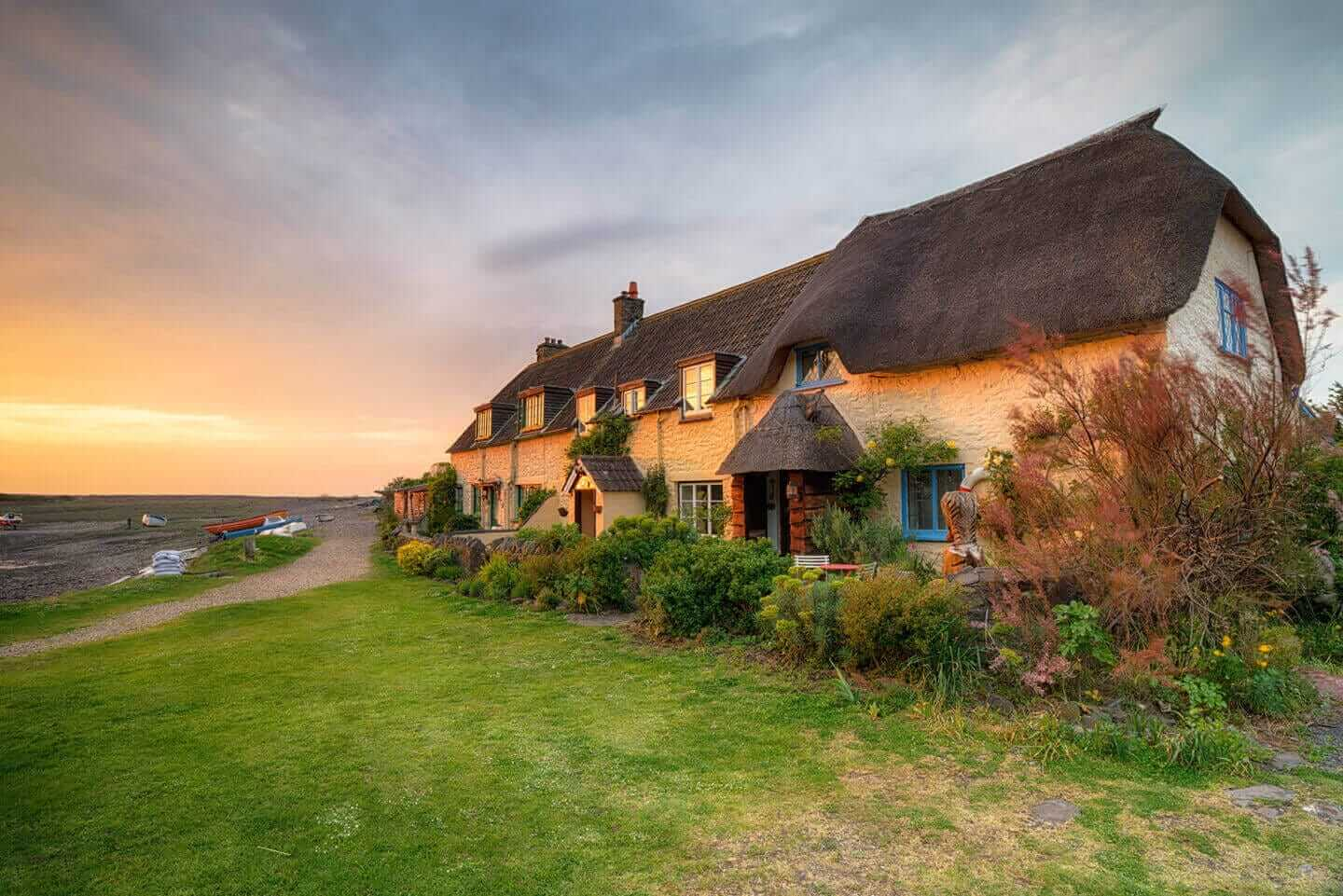 Last Minute Cottages in <span>Manordeifi</span> - Save up to 60%