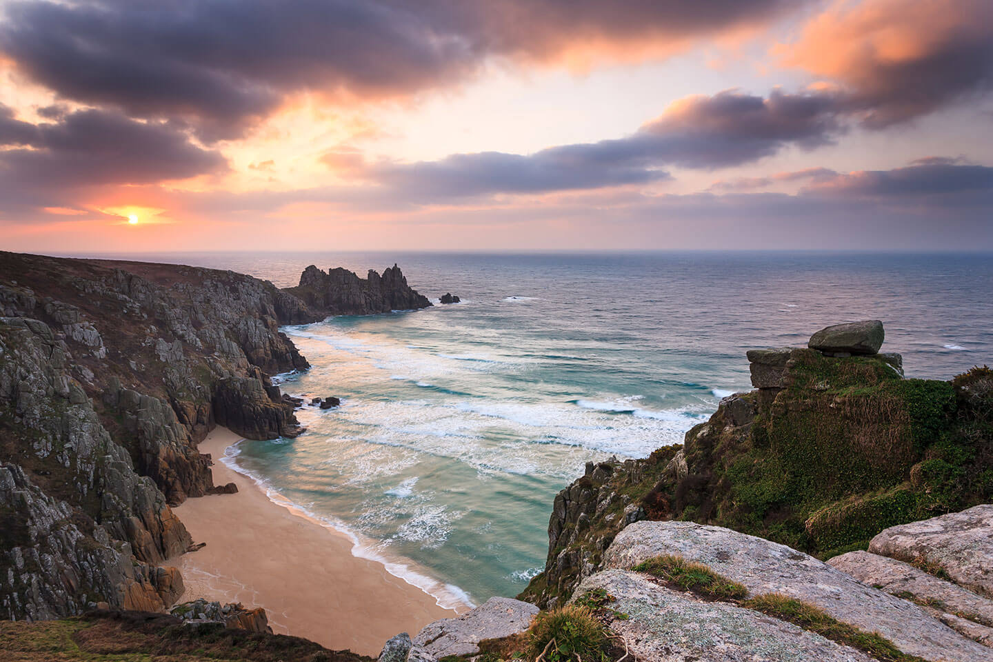Cornwall Beach - Sparkling shores and winding lanes